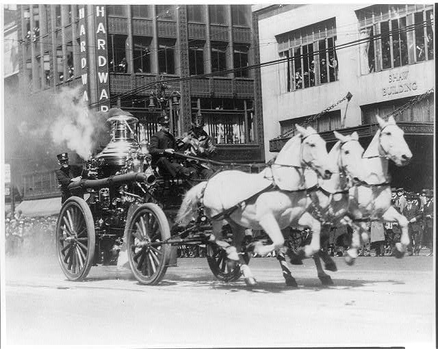 3-horse-team-pulls-steam-powered-pumper